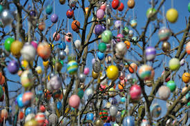easter egg trees evite s party stylist bailey gives us chic easter egg
