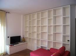 librerie bianche mobile soggiorno libreria laccato bianco idee falegnami