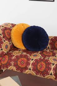Accent Pillows For Sofa The Best Throw Pillows For Your Sofa Photos Architectural Digest