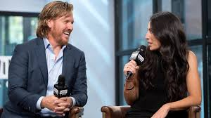 pop minute chip u0026 joanna gaines chat about chip u0027s new book