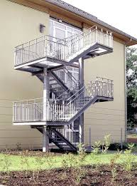 din fã r treppen vorschriften fur gelander maximale abstande der gelanderunterkante