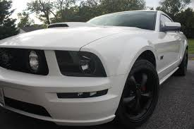 white mustang 2006 white stangs with black rims the mustang source ford mustang