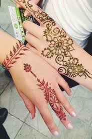44 henna tattoos to transform your figure into