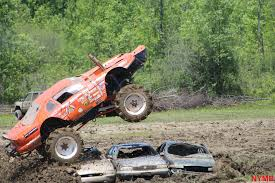 monster truck mud bogging videos videos and pics barnyard boggers