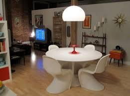 Tulip Table And Chairs Saarinen Tulip Table A Design Classic Perfect For Contemporary