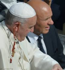 pope francis rosary that moment when you re pope and you catch a rosary with your
