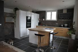 cuisine 15m2 décoration cuisine 15m2 mobilier blanc le pont de beauvoisin