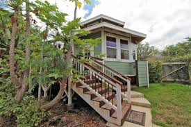Hawaiian House Kupu Hou Organic Farm In Hawaii Comes With A Gorgeous Home Yurt