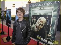 who plays chance at halloween horror nights cody christian u0026 ty simpkins keep it cool at universal studios