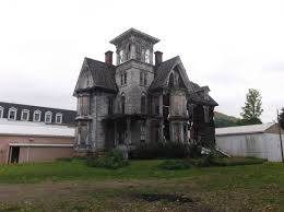 redditors who like to explore abandoned buildings or places