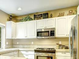 kitchen decorating ideas above cabinets 91 kitchen decorating ideas for above cabinets inspiration