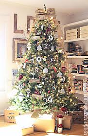 rustic christmas 25 of the most inspiring rustic christmas trees mountainmodernlife