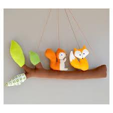 mobile chambre bébé mobile fait avec un petit renard et un écureuil décoration