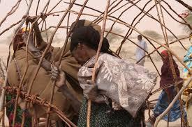 file oxfam east africa women making a new house jpg wikimedia