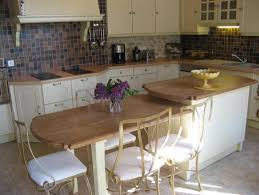 ilot de cuisine avec coin repas ambiance cuisine meubles contarin
