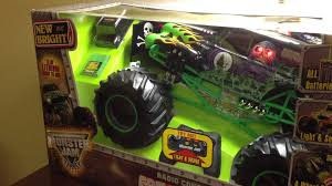 monster trucks youtube grave digger grave digger monster jam rc toy truck part 2 youtube