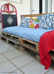 Pallet Cushions by Quickly Make A Super Easy Pallet Couch The Boondocks Blog