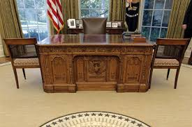 28 trump desk in oval office trump s first week brings