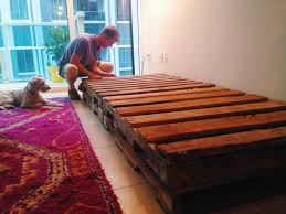 Single Bed Sofa Diy D I Y Pallet Couch No Power Tools Needed U2022 Your Biggest Fan Grace