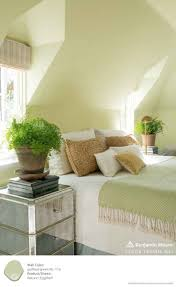 Colors To Paint Bedroom by Best 25 Pale Green Bedrooms Ideas On Pinterest Green Paintings