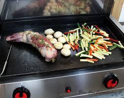 cuisiner a la plancha épaule d agneau à la plancha aux herbes