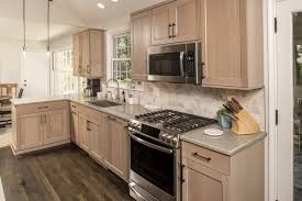 pictures of light wood kitchen cabinets finish your kitchen cabinets in style