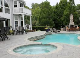 natural stone and unilock u0027s richcliff pavers meet to create an