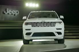 jeep grand cherokee front grill 2017 jeep grand cherokee adds trailhawk updates summit packages