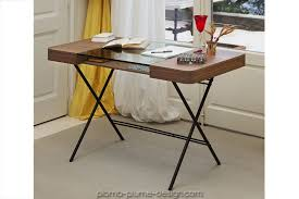 bureau metal et verre bureau avec plateau en verre et noyer avec pieds en métal cosimo d