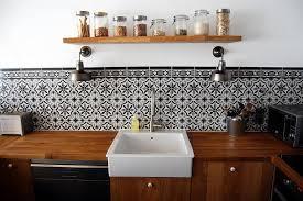 faience de cuisine moderne cuisine moderne en bois et carrelage ancien déco crédence