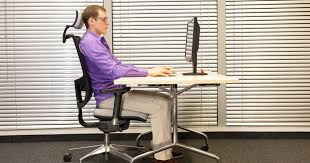 Ergonomic Chair And Desk Choosing The Right Ergonomic Office Chair