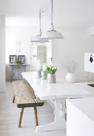 cuisine blanche parquet parquet cuisine blanche banc en bois brut table et banc dans la
