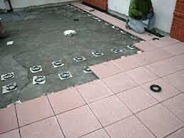 piastrelle fotovoltaiche i pavimenti per balconi pavimento da esterni come scegliere i
