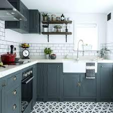 cuisine rustique repeinte en gris cuisine cagnarde grise modele de cuisine ancienne cagne avec