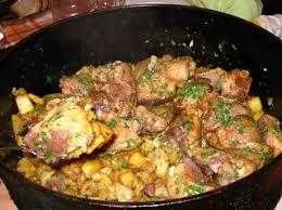 cuisiner une oie confit d oie cuisiné aux pommes sarladaises en cocotte en fonte http