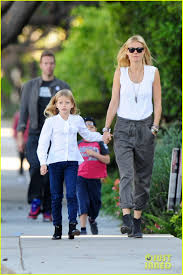 apple martin and chris martin gwyneth paltrow u0026 chris martin family walk to photo