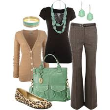 love the looks of all of this especially love the bag and jewelry