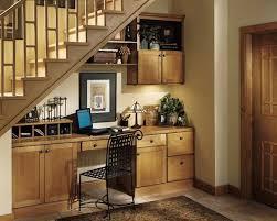 aménagement d un bureau à la maison aménagement d un bureau rustique sous un escalier aménagement