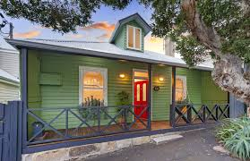 how to choose the perfect exterior paint for your house