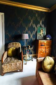 Gold And Black Bedroom by Best 25 Gold And Black Wallpaper Ideas On Pinterest Gold Dining
