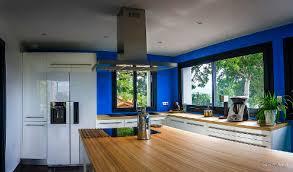 cuisine blanche plan travail bois cuisine blanche avec plan de travail bois simple sobre et chic la