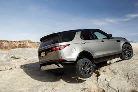 land rover discovery hse 2017 2017 land rover discovery suv review remarkably overqualified wsj