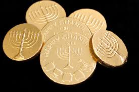 hanukkah chocolate coins why do jews give and eat hanukkah gelt