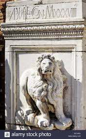 marble lions carved lion arsenal gates venice venice numerous marble lions