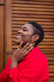 6 amazing photos of emelia brobbey that proves short hair is bae