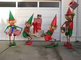 Animated Outdoor Christmas Decorations by Santa U0027s Elves Yard Display 7 Steps With Pictures