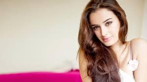 priyanka chopra pantene shoot 5k wallpapers download hd evelyn sharma bollywood actress photo for your desktop