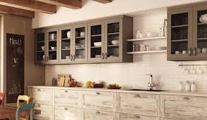 cuisine bois rustique renover cuisine bois rustique peindre une cuisine en chene rustique