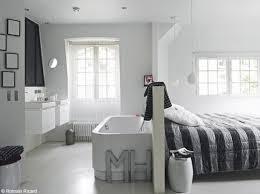 baignoire dans chambre une baignoire dans la chambre