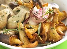 cuisiner des cepes frais poêlée de cèpes girolles ail persil danon